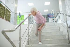 Knieschmerzen beim Treppensteigen